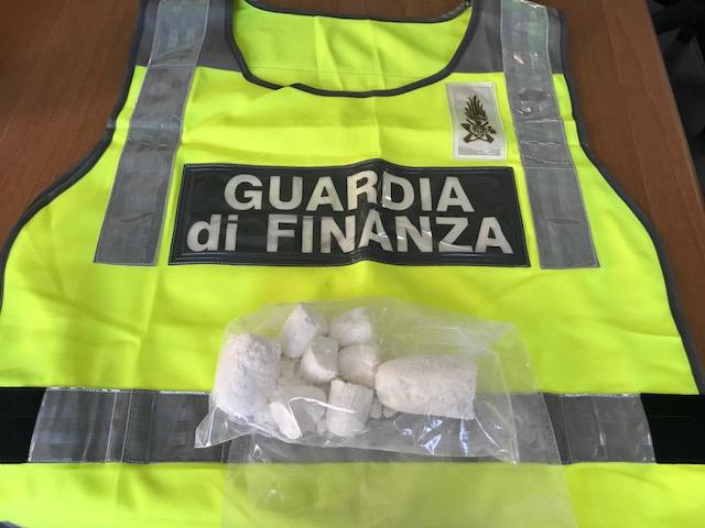 GDF NAPOLI: ARRESTATO ALL'AEROPORTO DI CAPODICHINO CORRIERE DELLA DROGA |  Stella d'Italia News
