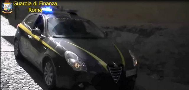 GDF ROMA: USURA, CONTINUAVANO A RISCUOTERE MENTRE ERANO AI DOMICILIARI, IN CARCERE 2 STROZZINI