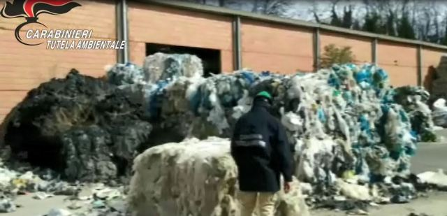 CARABINIERI DEL NOE DI TORINO SEQUESTRANO SITO CONTENENTE 5000 TONNELLATE DI RIFIUTI PLASTICI STOCCATI IN MANIERA ABUSIVA