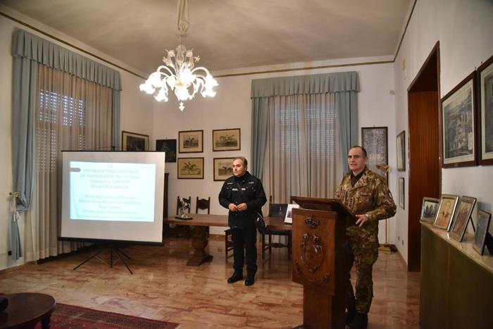 """ESERCITO E PROTEZIONE CIVILE Incontro informativo al Reggimento  """"Cavalleggeri Guide"""" (19°) di Salerno"""