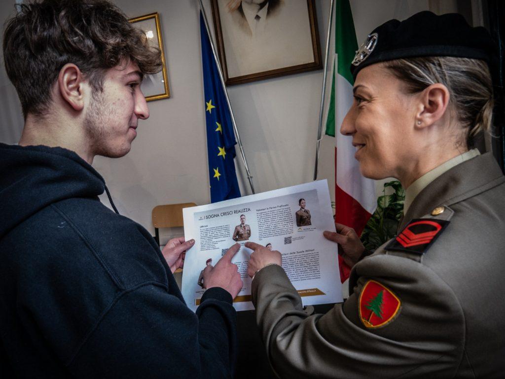 """I fanti del reggimento """"Torino"""" incontrano gli studenti"""