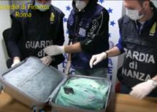 """Fiumicino: arrestato corriere cinese con 5 chili di """"shaboo"""""""