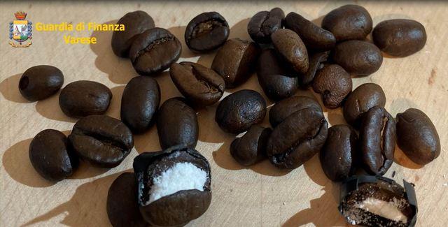 """""""CAFFÈ SCORRETTO"""": COCAINA NEI CHICCHI DI CAFFÈ – ARRESTATO UN CITTADINO ITALIANO"""