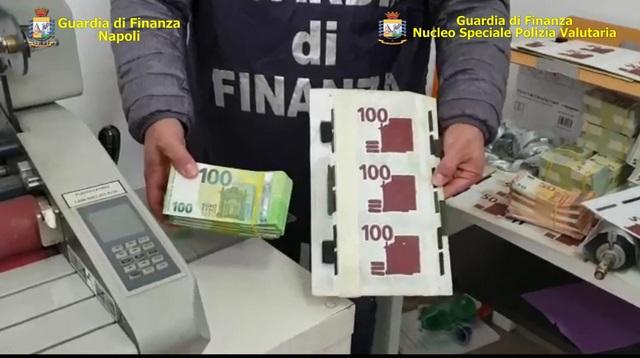 NAPOLI. GUARDIA DI FINANZA SEQUESTRA UNA STAMPERIA CLANDESTINA DI BANCONOTE FALSE.