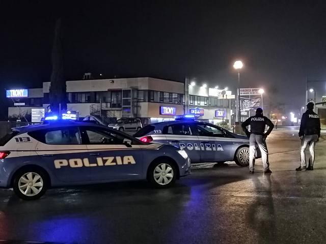 SIENA: POLIZIOTTI SALVANO GIOVANE CHE SMETTE DI RESPIRARE PER UN MALORE