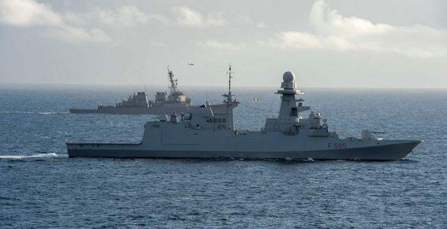 NAVE RIZZO SI ADDESTRA CON LA PORTA-AEROMOBILI USS EISENHOWER