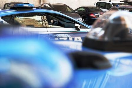 TORINO: POLIZIOTTO LIBERO DAL SERVIZIO NOTA RAPINATORE FUGGIRE