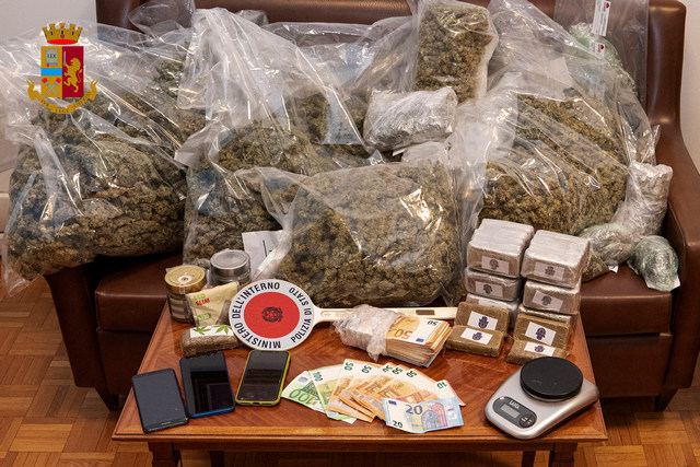BOLZANO: 21 KILOGRAMMI DI DROGA IN GARAGE