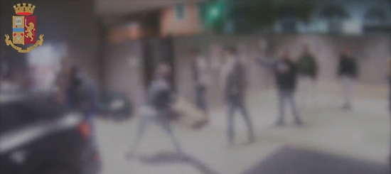 RAID DEL BRANCO NEL CENTRO DI MILANO, ARRESTATI 4 VENTENNI E INDAGATI 9 MINORENNI