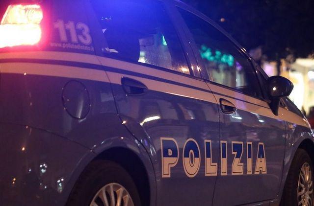 RIFIUTA DI SOTTOPORSI AL CONTROLLO E AGGREDISCE GLI AGENTI: ARRESTATO DALLA POLIZIA CINQUANTAQUATTRENNE DI NAZIONALITÀ ROMENA