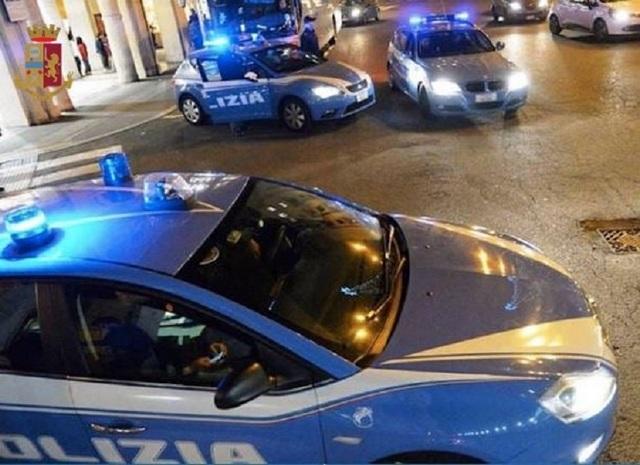 SQUADRA VOLANTE – UBRIACHI MOLESTANO I PASSANTI E AGGREDISCONO I POLIZIOTTI. ARRESTATI