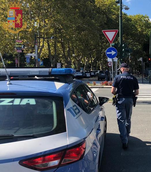 POLIZIA DI STATO: LA SPEZIA – FUGGE ALLA VISTA DEI POLIZIOTTI E POI REAGISCE CON VIOLENZA: ARRESTATO