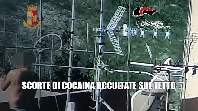 """OPERAZIONE ANTIDROGA """"AESONTIUM""""DI CARABINIERI E POLIZIA A CATANZARO CON 21 ARRESTI."""